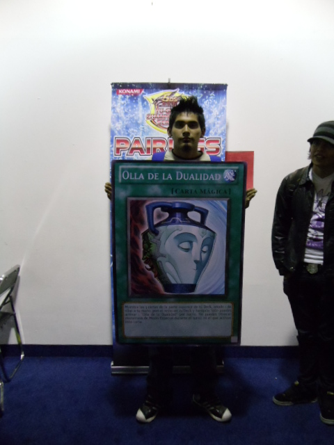 Roy Danilo is the winner of ATTACK OF THE GIANT CARD!! with his Blackwing Deck.  He took a good few minutes trying to decide between Olla De La Dualidad and Dragon De Chatarra, but finally settled on  the Spanish version of Pot of Duality!!
