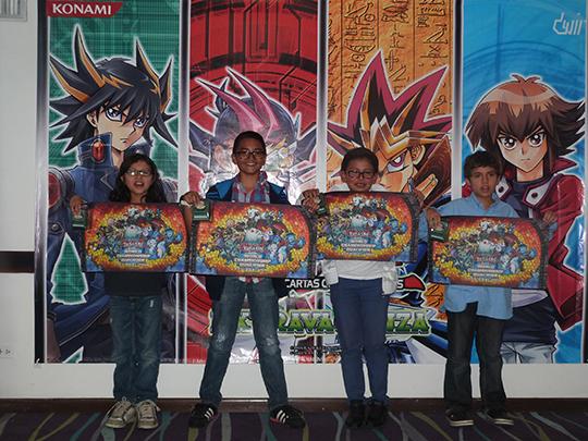 Ganadores_Drago_Duel_-_Premiacion_-_Play_Mat_DECK_BOX-sm