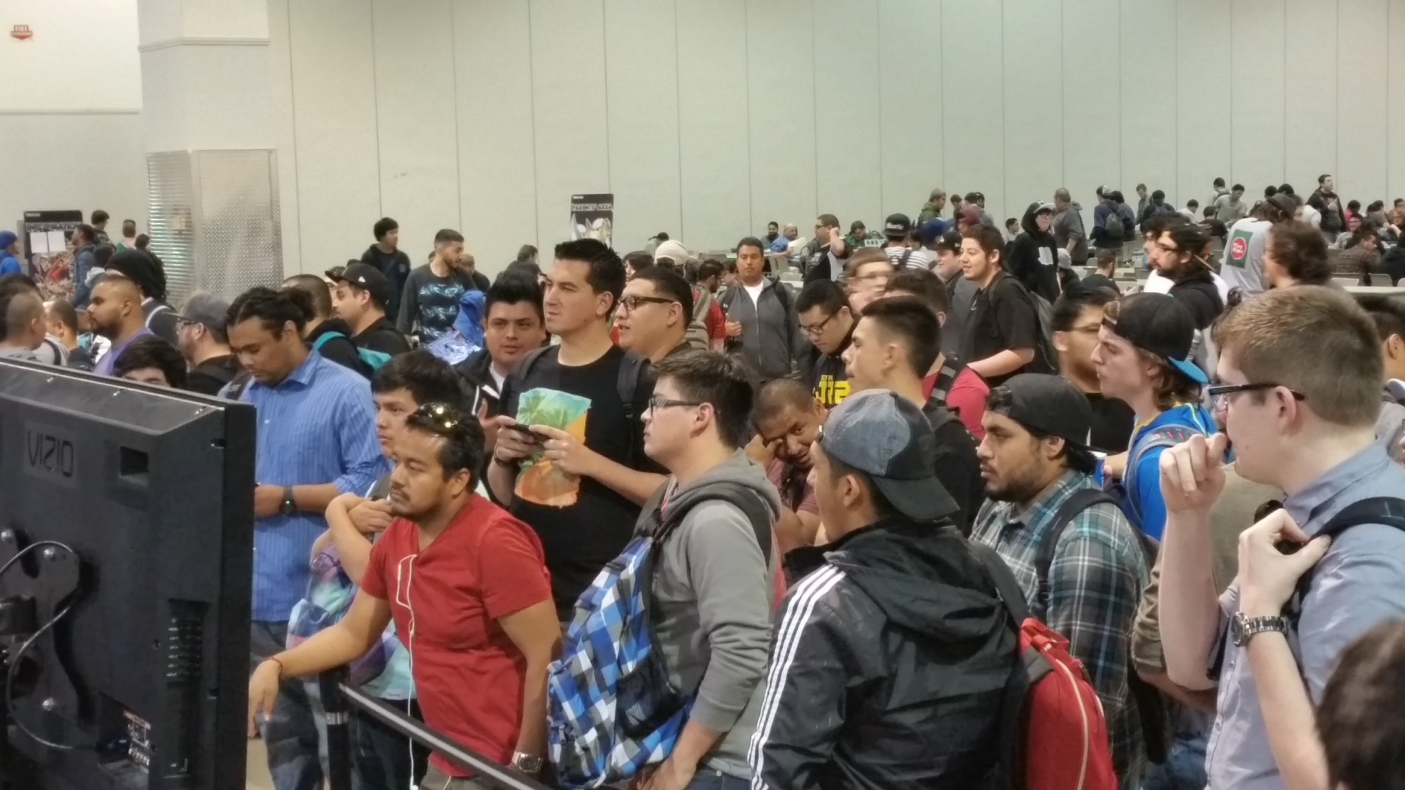 A huge crowd gathers to watch the Feature Match!
